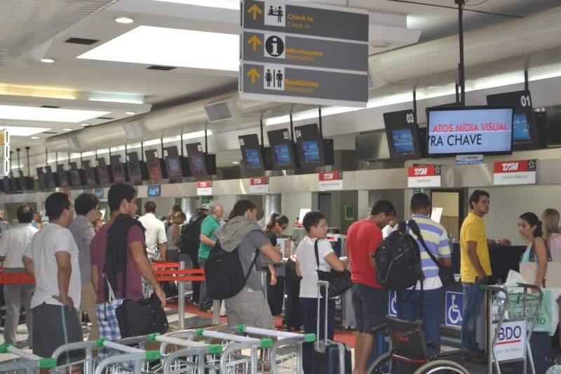 No Aeroporto de Campo Grande movimento é grande nesta época do ano. (Foto:Pedro Peralta)