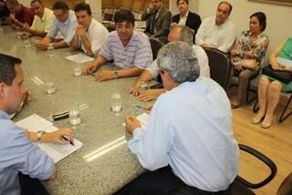 Após mais de 2 horas de reunião, Puccinelli ofereceu R$ 10 milhões para Cassems; servidores   reduziram reajuste para 10,5% (Foto: Divulgação)