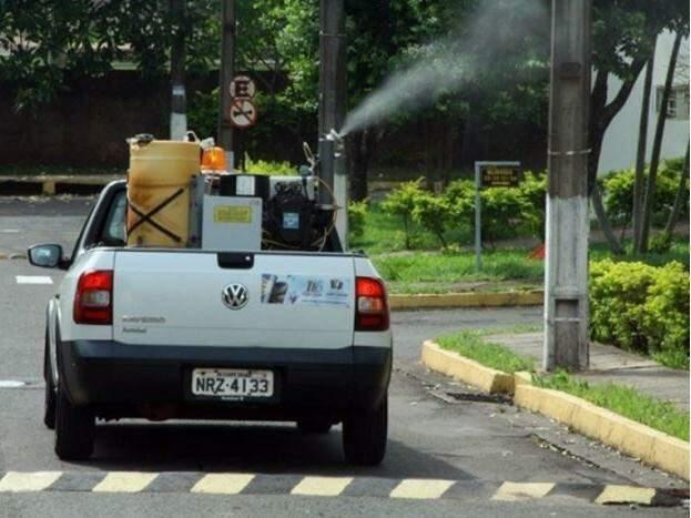 Carro do fumacê circulando pela Capital (Foto: PMCG/Divulgação)
