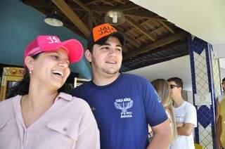 O corintiano Willian ajudou a namorada Luana, fanática pelo Palmeiras, para garantir o ingresso dela (Foto: João Garrigó)