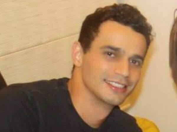 Adriano Correia do Nascimento, 33 anos, morot durante confusão. (Foto: Reprodução/ Facebook)