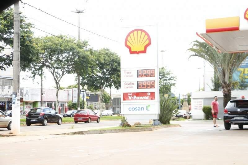 Gasolina vendida a R$ 3,999 antes do novo aumento (Foto: Helio de Freitas)