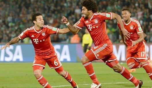 Dante vibra ao abrir o placar para o Bayern (Foto: Gerard Julien/ AFP)
