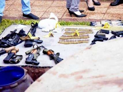 Suspeitos de atentado com duas mortes são autuados por posse de armas