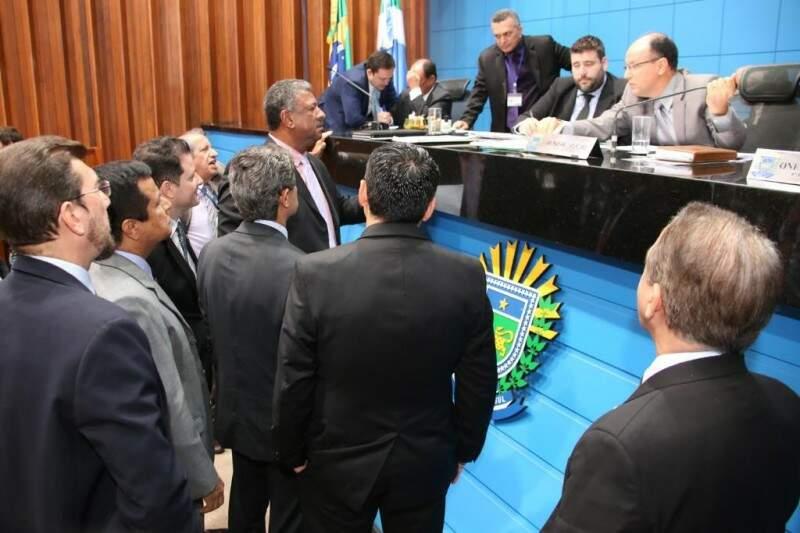 Deputados discutem os projetos. Nenhuma das propostas foi aprovada por unanimidade. (Foto: Divulgação/ALMS)