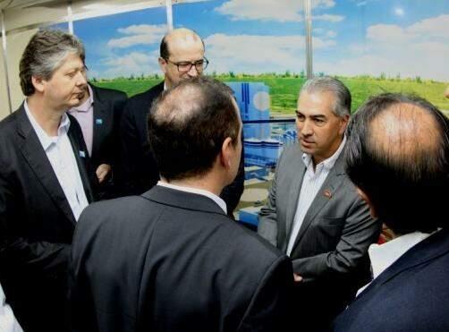 Secretário Jaime Verruck e o governador Reinaldo Azambuja durante reunião com a Fibria (Foto: Divulgação - Assessoria)