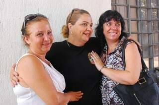 As irmãs com a investigadora Maria Campos.