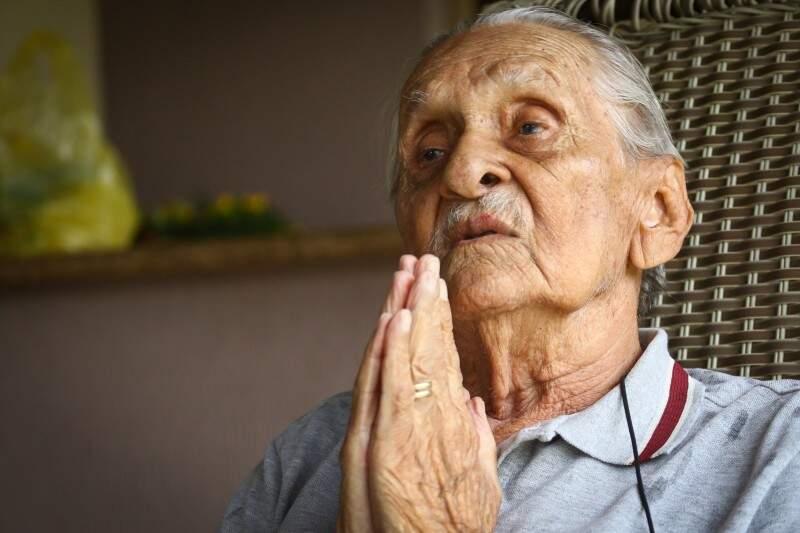 Para quem está chegando na velhice, o aposentado diz que essa picada não é para qualquer um, depende de Deus viver 100 anos. (Foto: André Bittar)