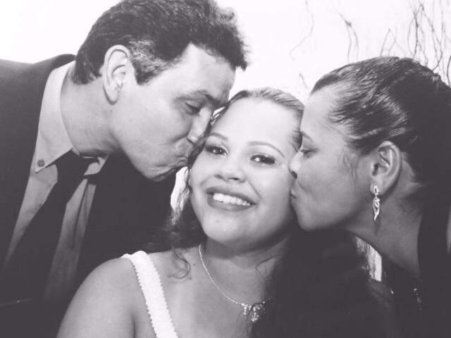 Pedro, Priscila e Vilma Peralta; eles tiveram de recorrer à Justiça, em processo demorado, para formalizar o que já viviam no dia-dia (Foto: Arquivo pessoal)