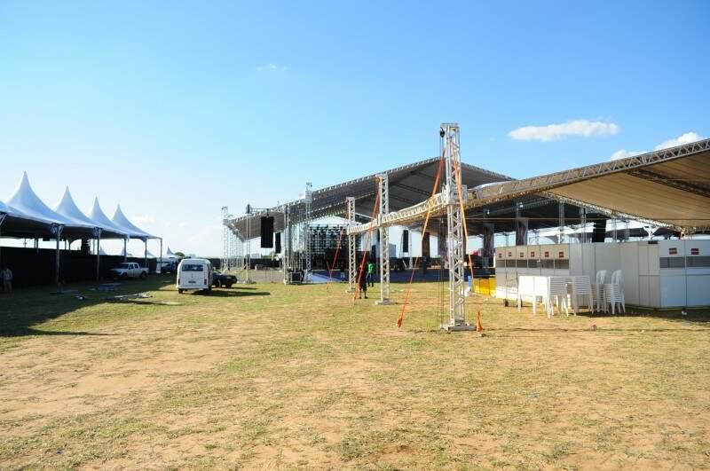 Estrutura para o evento já está pronta para abrigar os fãs do DJ (Foto: Rodrigo Pazinato)