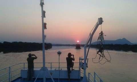 Artistas viajam 4 dias pelo Rio Paraguai em defesa da região da Serra do Amolar