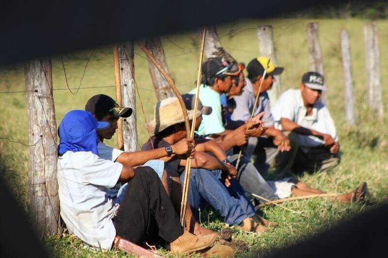Índios acamparam em fazendas de Antônio João, em agosto (Foto: Marcos Ermínio)
