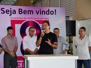 Prefeito de Campo Grande, Marquinhos Trad (PSD) discursa durante abertura da Feira de Calçados. (Foto: Divulgação/Fiems).
