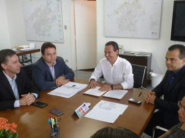 Presidente da Santa Casa (à esquerda), Pedro Pedrossian Neto (ao centro), Marquinhos Trad (ao centro), Marcelo Vilela (à direita). (Foto: Yarima Mecchi)