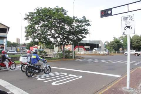 Bernal participa de panfletagem da Agetran em avenida da Capital
