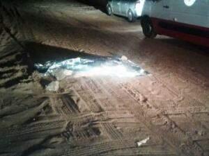 Corpo foi encontrado em frente de motel em Três Lagoas (Foto: Celso Daniel / TVC)