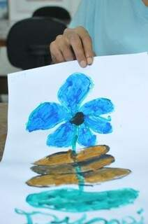 Com cores frias, José desenha sabendo porque está ali e do diagnóstico recebido desde os anos 2000. (Foto: Alcides Neto)