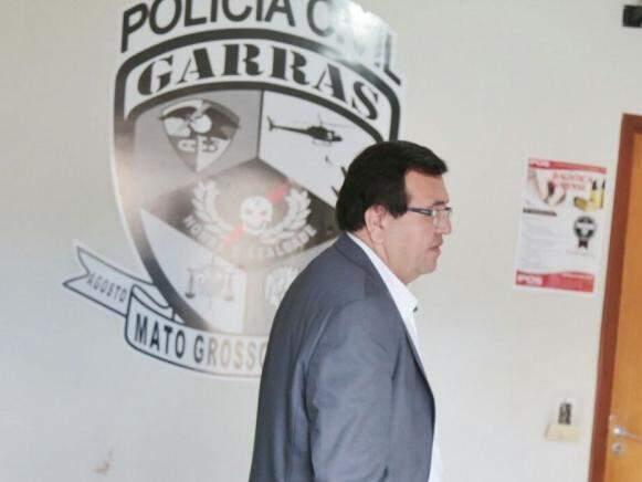 Novo defensor de policial preferiu a cautela após deixar sede do Garras (Foto: Fernando Antunes)