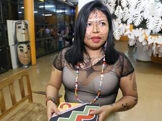 Benilda Benilda Vergílio carrega símbolos de nobreza que relembram a guerra do Paraguai. (Foto: Paulo Francis)
