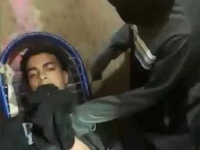 Momentos antes da execução de Fernando Nascimento (Foto: Reprodução)