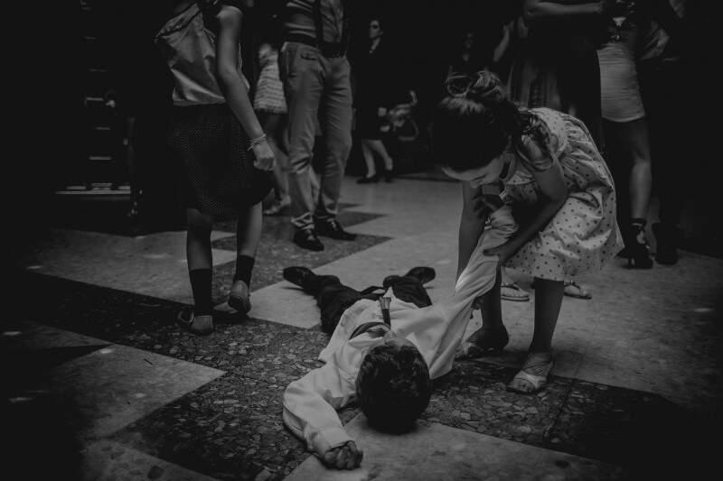 Os pequenos também se jogam na pista de dança. (Foto: Allan Kaiser)