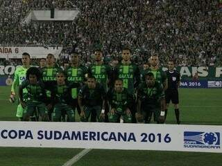 Time da Chapecoense antes de partida da Copa Sul-americana (Foto: Giba Pace Thomaz/Chapecoense)