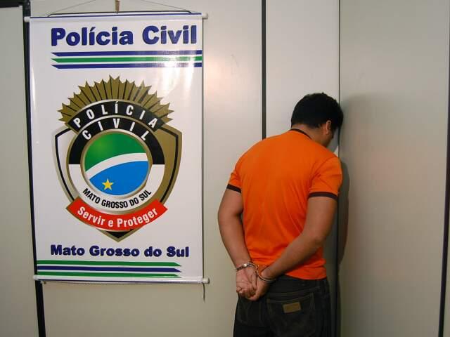 Ele foi preso no dia 3 fevereiro, no bairro Maria Aparecida Pedrossian.(Foto: Marlon Ganassin)