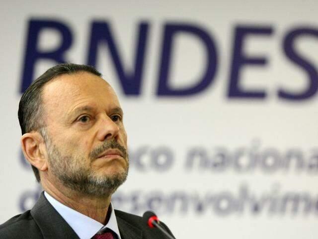 Luciano Coutinho, ex-presidente do BNDES, está entre os réus da ação que tramita em Dourados (Foto: Divulgação)