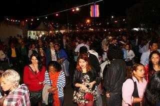 Rua em menos de 1 hora foi tomada pela população (Foto: Fernando Antunes)