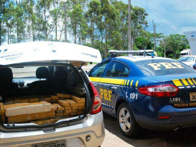 Veículo seria levado para SP (Foto: Tiago Apolinário/Da Hora Bataguassu)