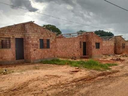 'ONG sem-teto' recebe R$ 3,6 milhões, mas deixa casas inacabadas