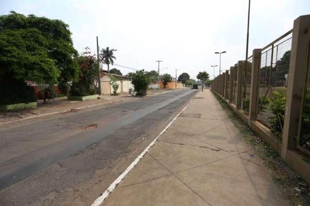 Por que as calçadas do Taveirópolis são de um lado da rua maiores que do outro?