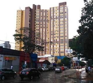 Edifício Palácio do Comércio em Campo Grande. Construído na década de 60, o prédio foi aprovado recentemente pelo Corpo de Bombeiros. (Foto:Divulgação/ Cosenge)