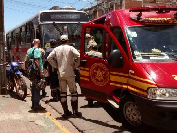O ônibus da linha 121/Marcos Roberto acabou atingindo a motociclista. (Foto: Divulgação)