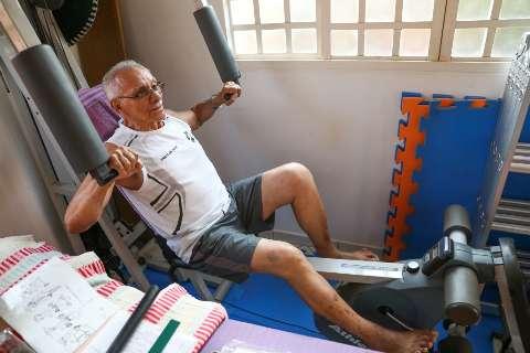 Aos 80 anos, João é fisiculturista e voltou à faculdade para realizar sonho