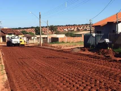 Obras de asfalto e recapeamento são retomadas em bairros da periferia