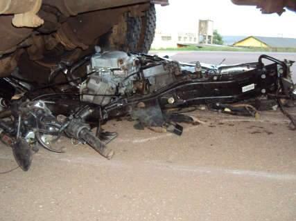 Motociclista morre em colisão com carreta na BR-163 em Coxim