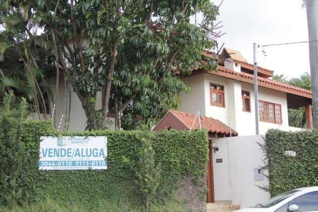 Com mercado imobiliário em baixa, casas de luxo ficam anos encalhadas