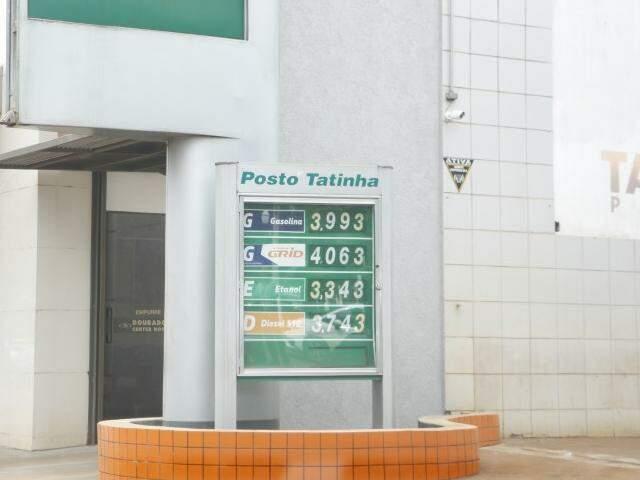 Preço da gasolina já supera os R$ 4 em alguns postos (Foto: Helio de Freitas)