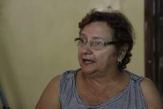 """A aposentada Rosa foi com o marido negociar uma dívida ajuizada, mas o """"baixo desconto"""" fez com que o casal desistisse de pagar (Foto: Cléber Gellio)"""