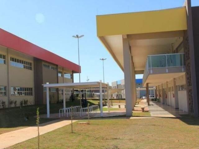 Prédios do bloco da Faculdade de Letras na Capital.(Foto: Divulgação)
