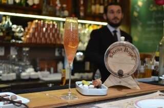Drinque a base de Martini Rose.  (Foto: Vanessa Tamires)