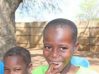 Com R$ 50 de cada padrinho, a organização alimenta crianças de recém-nascidos até a adolescência.