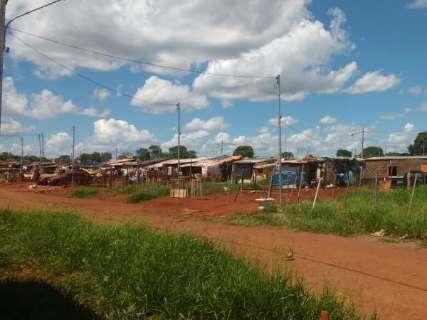 Na favela que mudou para meio do nada, morador se sente esquecido