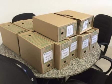 Parte dos livros fiscais já separados no IMPCG e que seguirão para Câmara Municipal esta semana. (Foto: Direto das Ruas)