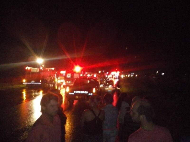 Várias equipes de resgate foram deslocadas para atender a ocorrência.