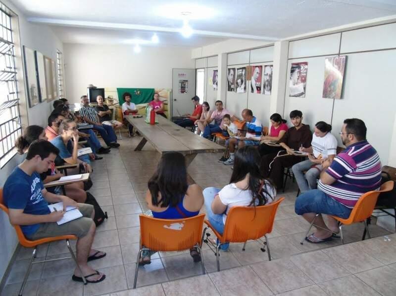 Movimentos sociais se reuniram na sede do CDDH hoje (Foto: Divulgação/CDDH)