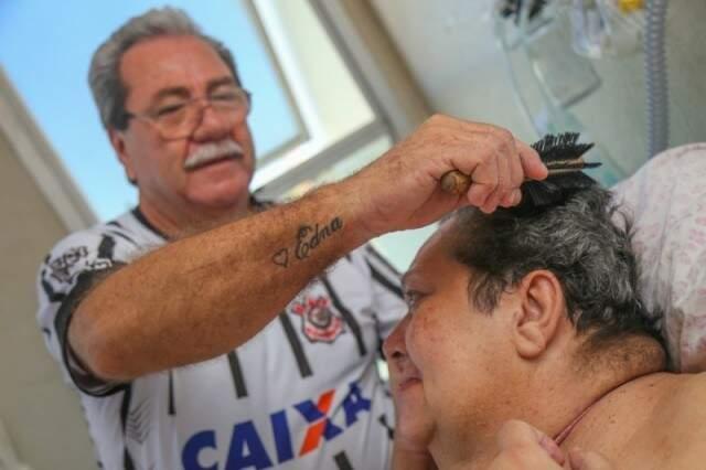 Tatuagem foi feita para marcar os 40 anos de casados, dias antes do último AVC de Edna. (Foto: Arquivo/Fernando Antunes)