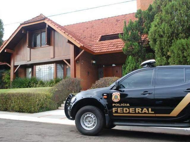 Policiais cumprem mandado na casa do empresário João Amorim, mega empreiteira na Capital (Foto: Fernando Antunes)