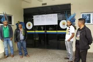 Indígenas ocupam prédio da Funai para pedir volta de ex-coordenador . (Foto: Marcos Ermínio)